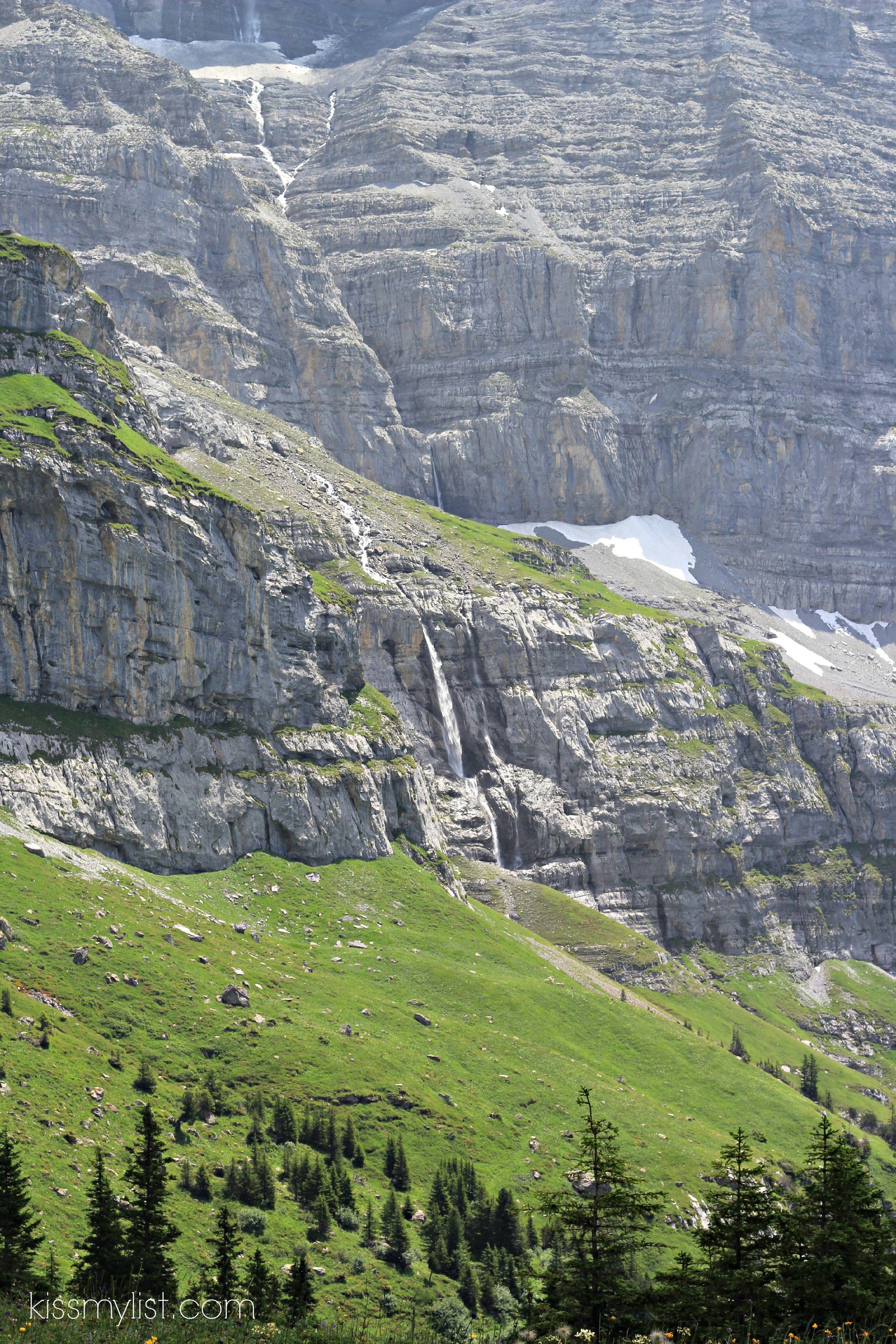 mini avalanches swiss alps
